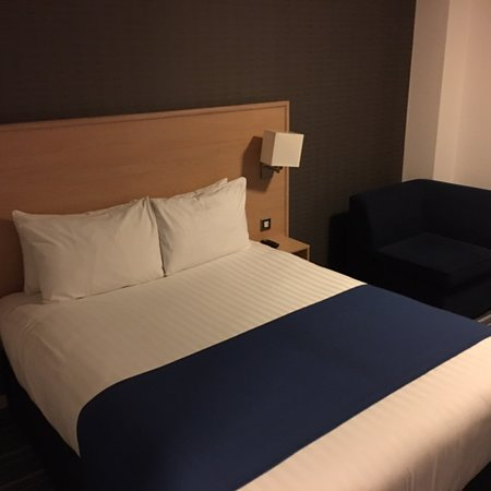 Great hotel near airport!