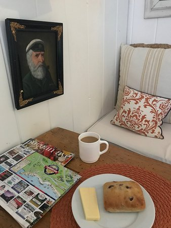 The Cottages at Cabot Cove: Interior of sunrise cottage with complimentary breakfast