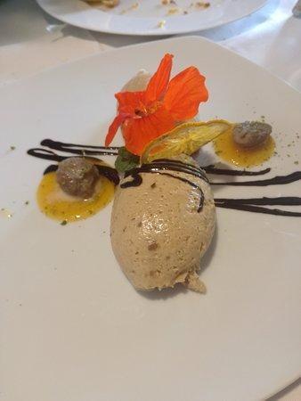 Andriano (Andrian), Italien: Mousse di castagne su base di salsa di cachi
