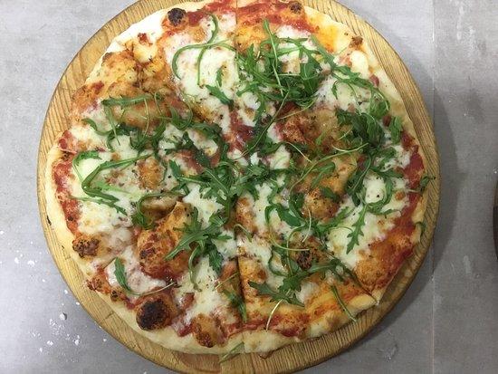 MONCOFAR, Espagne : Pizza rucula con parmigiana rigiana