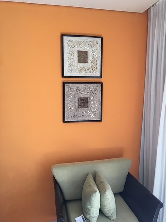 Paradisus Cancun: Room decor and sitting area