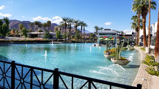 Very nice setting - Picture of Acqua Pazza, Rancho Mirage