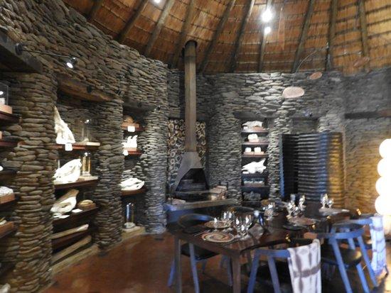 Singita Private Game Reserve, Afrika Selatan: Indoor Dining Room