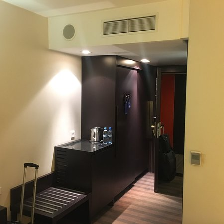 City centre hotel with everything you need of a hotel room and bathroom