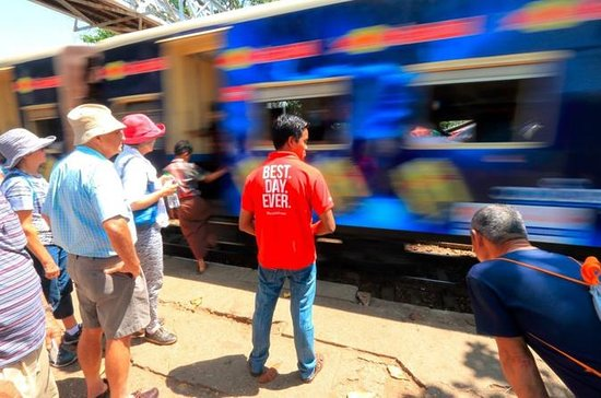 Yangon by Circular Train: Life Along...