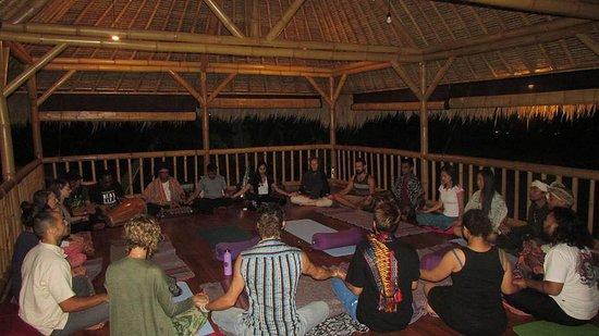 Petulu, Ινδονησία: Evening events at Bali Life Studio