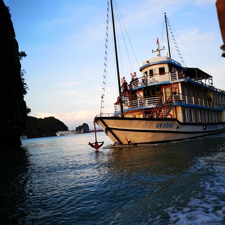 Ha Long Bay Cruise on Stellar