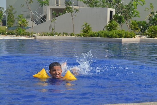 Siddharthanagar, Nepál: My kid enjoying at pool.