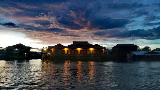 Nampan, ميانمار: Sunset view of Homestay