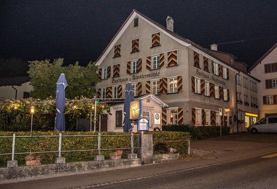 Altstatten, Szwajcaria: Das historische Restaurant von aussen