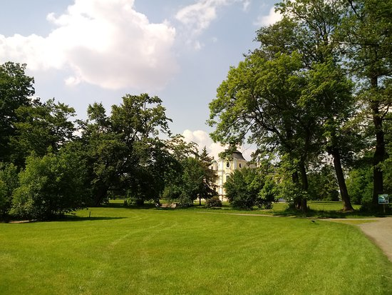 Kravare Castle: Zielone pola golfowe