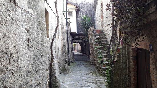 Vicoletto interno al borgo