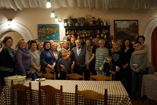 Mednoye, Rússia: Наша группа после дегустации с Хозевами Фермы.