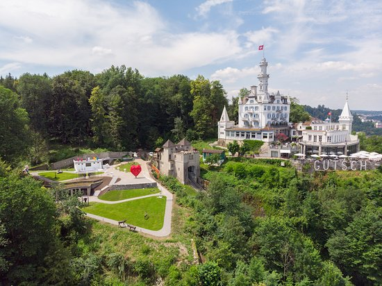LA Collection'Air Art Park in Chateau Guetsch in Lucerne