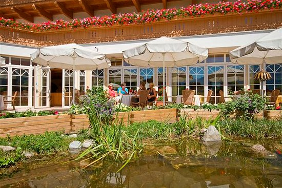 Ried im Zillertal, Österreich: Terrasse mit Bioschwimmteich