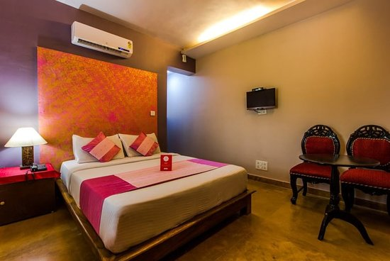 OYO 5673 Maximum Holiday Inn Rooms