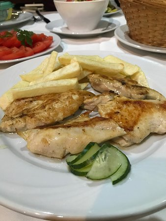 Bigova, Montenegro: Griller chicken breast and chips
