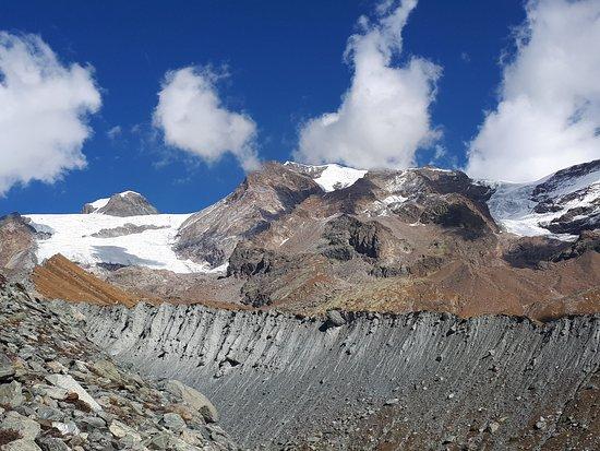 Blanchard - Lago Blu: Panorama sui ghiacciai ed il Monte Rosa a ridosso del lago blu