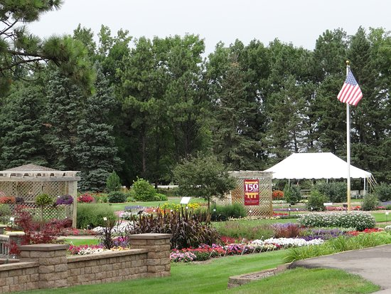 Morris, MN: The Horticulture Display Garden at the West Central Research and Outreach Center