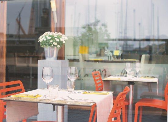 Table extérieure en terrasse