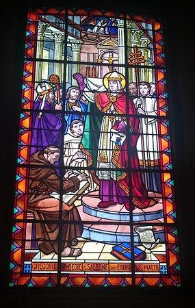 Église Saint-Mathieu: Side stain glass window