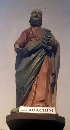Église Saint-Mathieu: One of the statues inside the church.