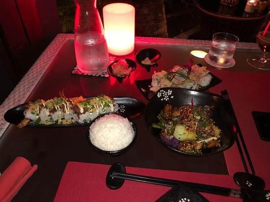 Bam Boo: Our meal with St Regis Roll, Volcano Roll, Fried Fish dish