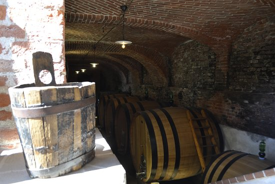 Canale, Italy: Ancient cellar