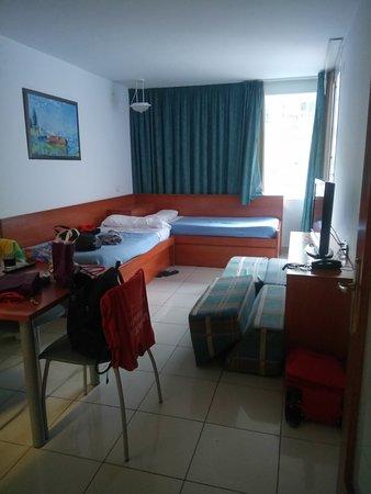 Aparthotel Costa Encantada: dining room and living room