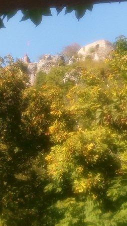 Ferrette, ฝรั่งเศส: vue sur le château
