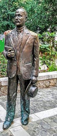 Img20181022191924largejpg Foto Di Statua Di Italo Svevo