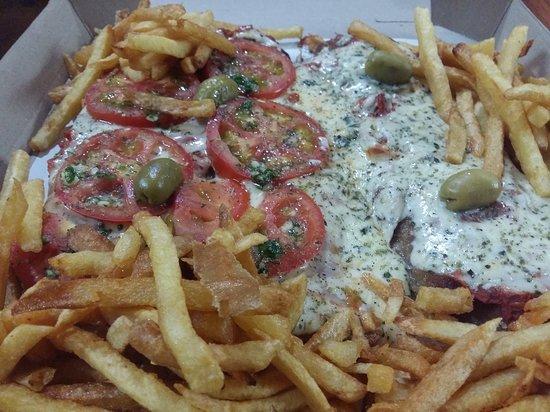 Pergamino, Argentyna: pizzanesa de roquefort y napolitana