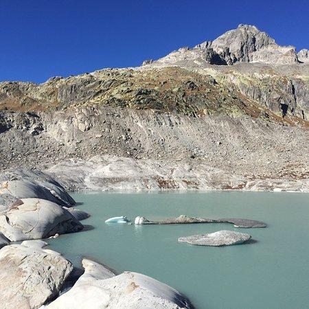 Gletsch, Switzerland: Magnifique glacier du Rhône ..
