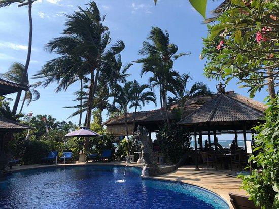 أديراما بيتش هوتل: Pool