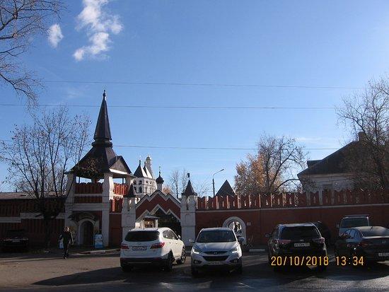 Vladychny Women's Monastery: Владычный женский монастырь