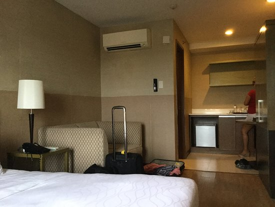 One Tagaytay Place Hotel Suites: Clean and aircon...