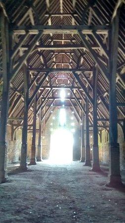 Great Coxwell Barn : Inside the tithe barn.