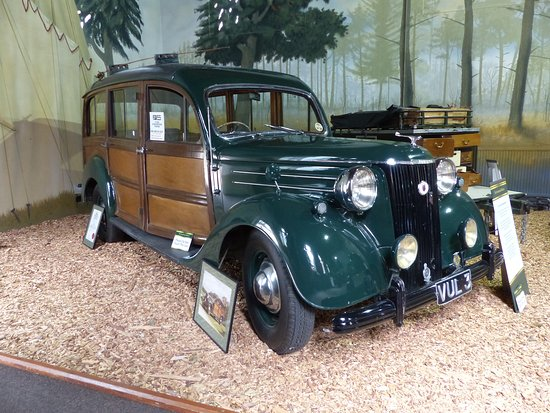 Sandringham, UK: Ford shooting brake in the stables museum