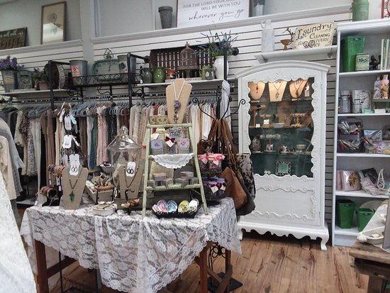 Fernandina Beach, فلوريدا: Unique and one of a kind clothing, gifts, jewelry, accessories and home decor!