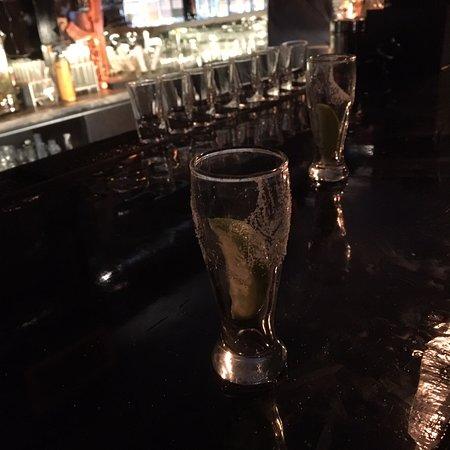 Хороший очень небольшой бар