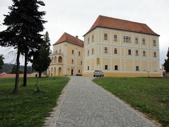 Zamek Letovice: Z dálky nádhera