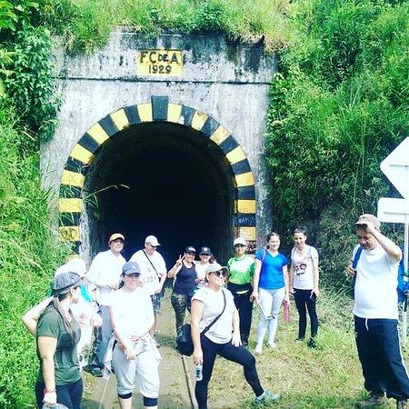 Cisneros, Colombia: Hermoso Tunel echo a pica y pala en 1929