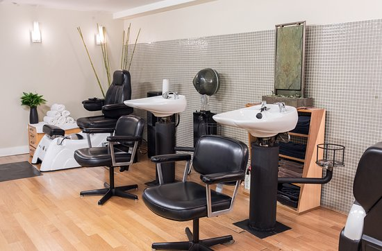 Absolute Salon & Spa at YVR