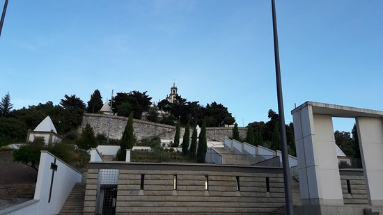 Vila Flor, โปรตุเกส: O santuário visto a partir do sopé.
