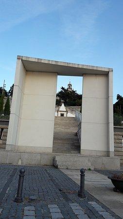 Vila Flor, โปรตุเกส: Modernismo no sopé do santuário.