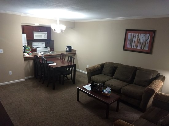 Lansing, KS: Living room/kitchen area