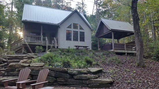 New Plymouth, OH: Still Waters Cabin