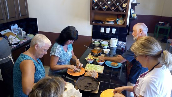 Our classe are hands on, everybody cooks!