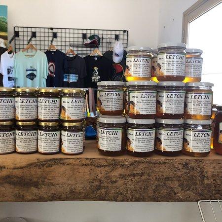 Une diversité de produits du terroir authentiques. Des épices bio, du miel endémique, le fameux