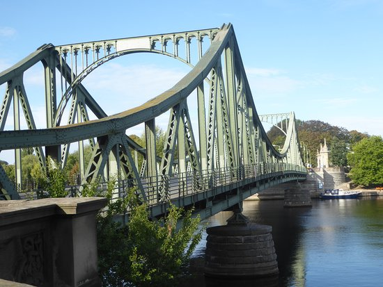 ‪Glienicke Bridge‬